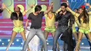 Shahrukh Khan dances Dar de Disco in Mauja Hi Mauja