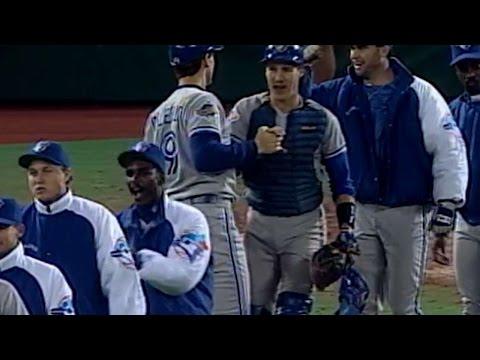 1993WS Gm4: Blue Jays win high-scoring Game 4