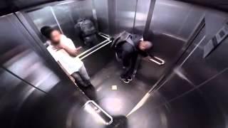 Cagon en el ascensor 😁😀😂