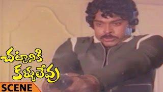 Chiranjeevi Killing Kannada Prabhakar Action Scene || Chattaniki Kallu Levu Movie || Chiranjeevi,
