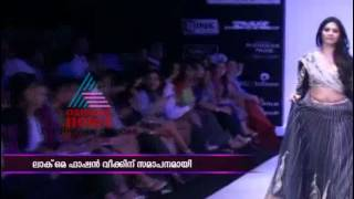 Bollywood hot actress on Ramp for Lakme Fashion Week