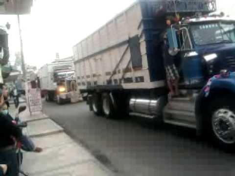 trailers y camiones benditos por la virgen de guadalupe .peregrinacion en JIQUILPA MICHOACAN.MEX.