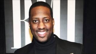 Isaac Carree- In The Middle