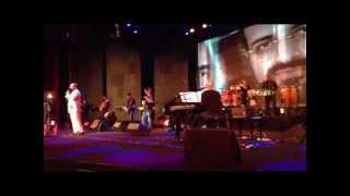 محمد اصفهانی در کنسرتش جدایی معین را می خواند