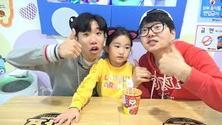 Boram Eats Pororo Black Noodle With Her Friends