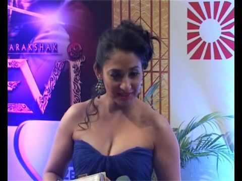 Jamai Raja 's Simran Khurana Shruti Ulfat Showing Assets at the Red Carpet of Boroplus Gold Awards