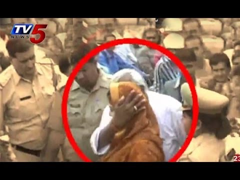 Congress MLA Kissed Actress Nagma In Public | Uttar Pradesh | Meerut Constituency | TV5 News