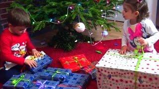 ახალი წელი - საჩუქრები თოვლის ბაბუასგან Les cadeaux du Père Noël