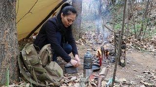 丛林漂亮小姐姐,搭建舒适的小营地,不仅好看,还能干!