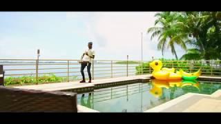 HOODRICH PABLO JUAN- WE DUN LOVE EM' LYRIC VIDEO