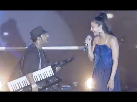 VIDEO : Shruti Hassan Singing Song On Stage  - Devi Sri Prasad Performance - Telugu Video Songs