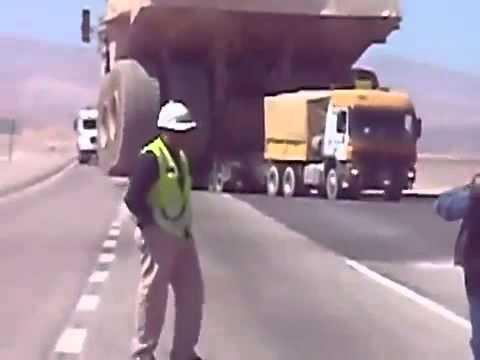 Transportando o maior caminhão do mundo