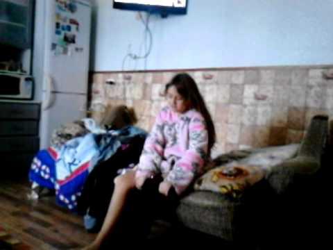 видео как сестра переодевает трусики