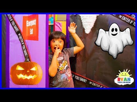 Ryan in Halloween Box Fort Maze Challenge Pretend Play