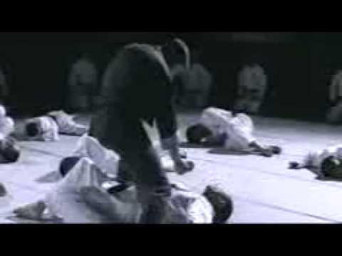 EL Maestro de Bruce Lee pelea con 10 japoneses cinta negra