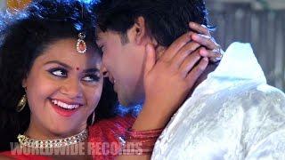 Romantic Scene - Vishal Singh, Tanushree Chatterjee