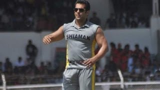 Salman Khan Plays Cricket For Charity