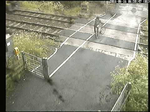Cyclist in near miss with train at Ducketts Crossing,  Leeds
