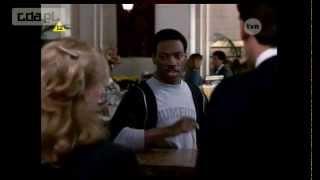 Gliniarz z Beverly Hills, Eddie Murphy. Rasizm.