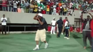 Mr Leo performing On Va Gerer at the Limbe Stadium (Music Camerounaise)