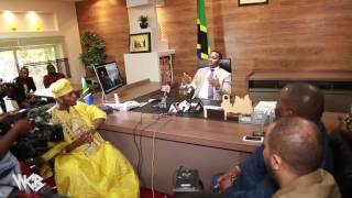 Diamond Platnumz - Amkabidhi mkuu wa mkoa Madawati 600 kwa wanafunzi wa Dar es salaam (PART 2)