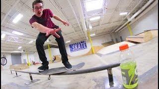MASTER OF BOTTLE FLIPS / While Skateboarding Challenge!