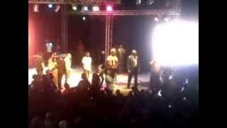 Booba- Turfu en Live à Kinshasa, un Fan se jette sur Booba