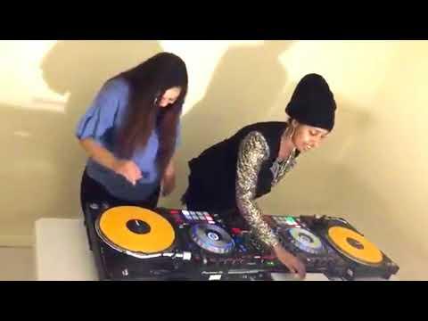 Xxx Mp4 GABAR SOMALI DJ AH IYO NAAG CADAAN AH HEESO SHIDAN 3gp Sex