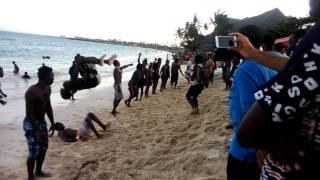 Dancers wa diamond wakifanya mazoezi