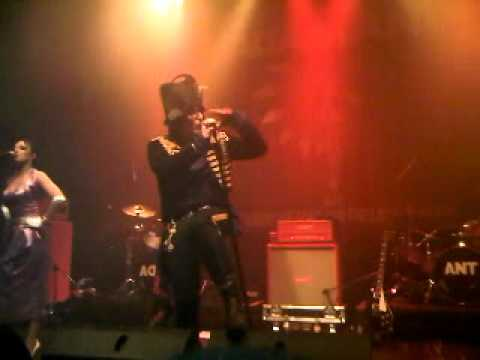 ADAM ANT SINGING PUSS IN BOOTS AT THE HMV PICTURE HOUSE IN EDINBURGH.3GP