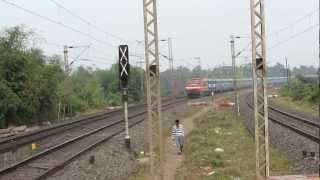 High speed blast :- Howrah-Mumbai Gitanjali SF Express negoatiates huge curve at 110 kmph