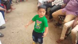 Funny dance on new style - A funny child dance on new song 2017