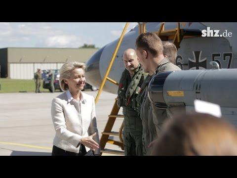 ECR Tornados und Heron 1: Ursula von der Leyen beim Luftwaffenstützpunkt Jagel