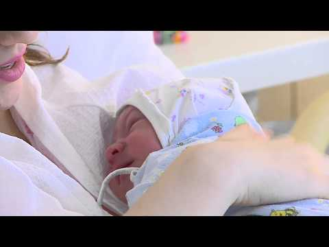 golaya-devushka-v-roddome-video