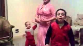 رقص منزلي بالدشداشه flv   YouTube