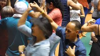 Boricuas bailando Salsa en Puerto Rico