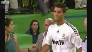 شاهد قبل الحذف هجوم جماهير ريال مدريد على كريستيانو رونالدو بعد قرار الرحيل