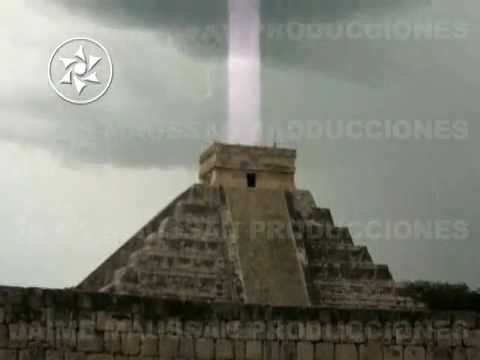 CHICHEN ITZA MISTERIOSO RAYO DE LUZ QUE SALIO DE LA PIRAMIDE