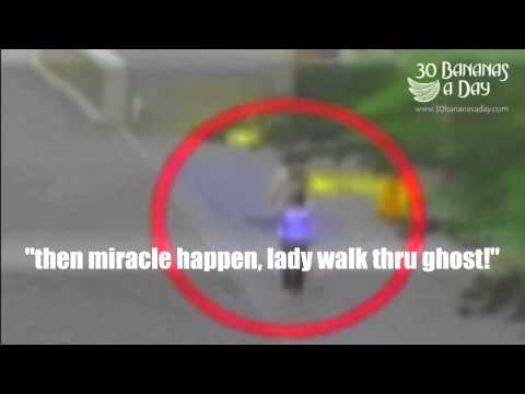 Woman walked through a ghost in Japan ( ghost video)