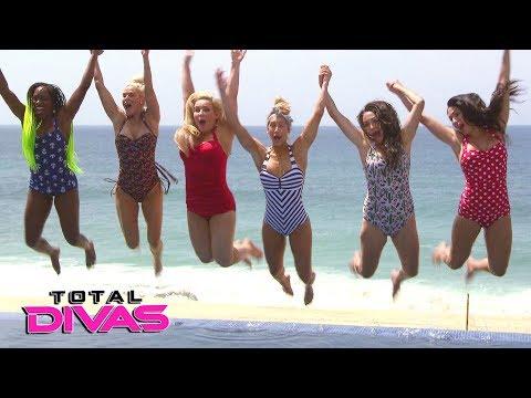 Xxx Mp4 Nikki Helps Brie S Confidence With A Swimsuit Photo Shoot Total Divas Bonus Clip Dec 20 2017 3gp Sex