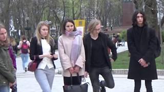Девушки и Ораторское Искусство в Парке Шевченко в Киеве.