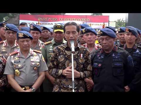 Presiden Jokowi dan Pasukan Brimob!!