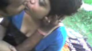 Indian aunty in sexy kiss for keep guy