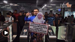 Aksi Jamal bawa 'Wan Azizah' naik MRT ke Sg Buloh