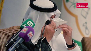 فتاة تبكي الامير متعب بن عبدالله وزير الحرس الوطني السعودي في حفل تخريج طلاب جامعةالملك سعود