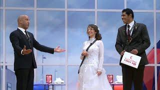 مسرح مصر .. أشرف عبد الباقي يستقبل عروسين على المسرح