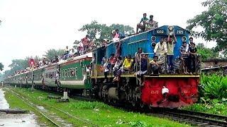 Tista Express Train Is Entering Mymensingh Junction Station In Rain - Bangladesh Railway