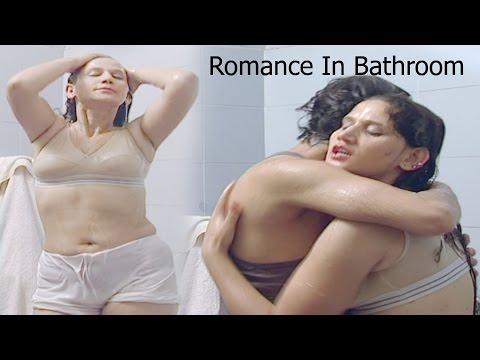 Indian Girl Romance In Bathroom #पडोसी के साथ रोमांस #Hindi Short Film #Namkeen Masti