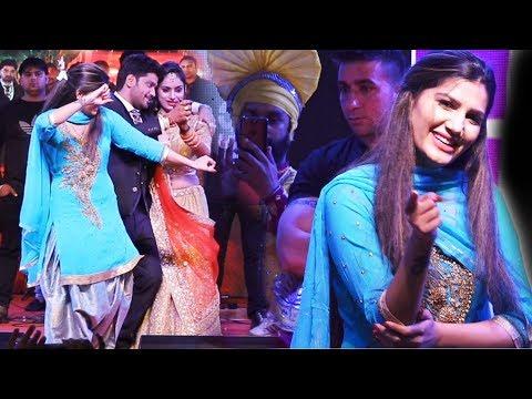 Xxx Mp4 सपना चौधरी सहेली की शादी में जमकर नाची साथ दूल्हा दुल्हन भी नाचे Sapna Dance Udaipur Trimurti 3gp Sex
