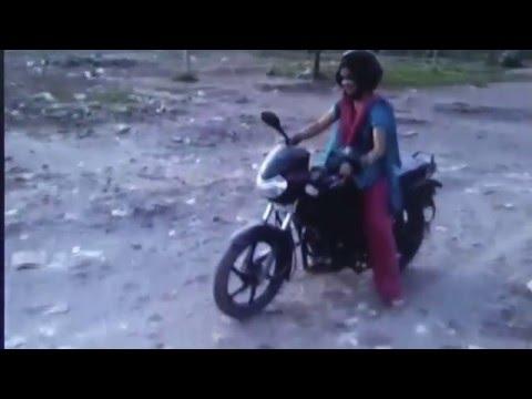 deshi babhi motercycle driving in masti